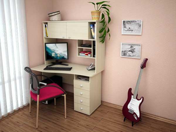 krasivyj-komputernyj-stol